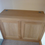 Oak alcove base unit with touch latch handle free doors